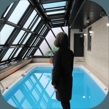 江须惠小姐被困在带那个泳池的房间里